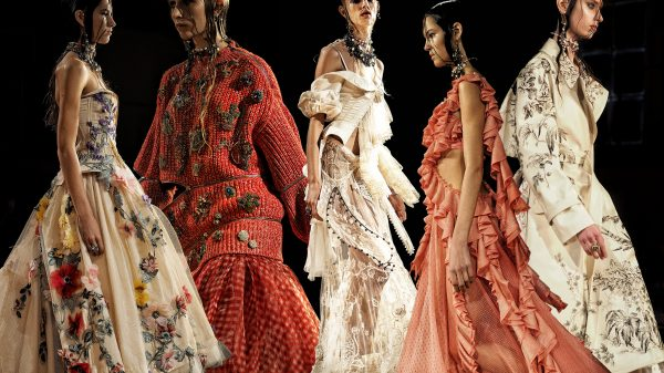 92332d0df43 Fashion 25 Jaw-Dropping Moments From Alexander McQueen s Spring Runway